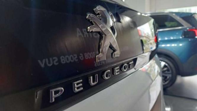 Ilustrasi logo di mobil Peugeot