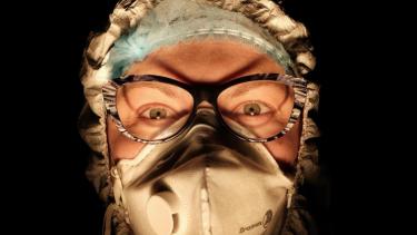 https://thumb.viva.co.id/media/frontend/thumbs3/2020/05/26/5eccf36ae4684-covid-19-curhat-tenaga-medis-di-italia-usai-pandemi-mereda-kami-jadi-pahlawan-tapi-mereka-sudah-melupakan-kami_375_211.jpg