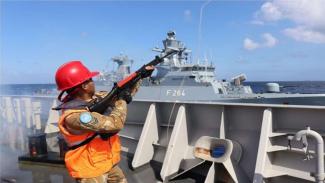 VIVA Militer: KRI Sultan Hasanuddin 366 Latihan Dengan Kapal Perang Jerman