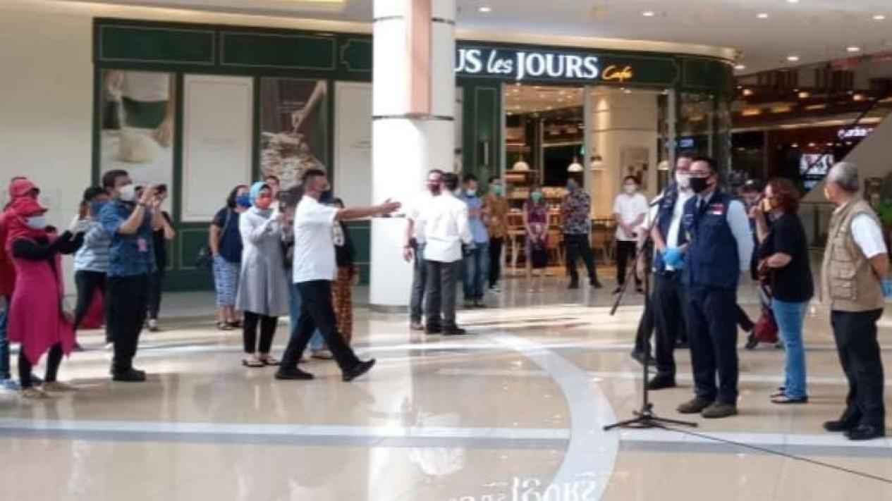 Gubernur Jawa Barat, Ridwan Kamil kunjungi Mall Bekasi.