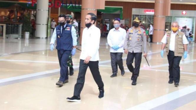 Presiden Joko Widodo saat memantau persiapan New Normal di Mall Bekasi.