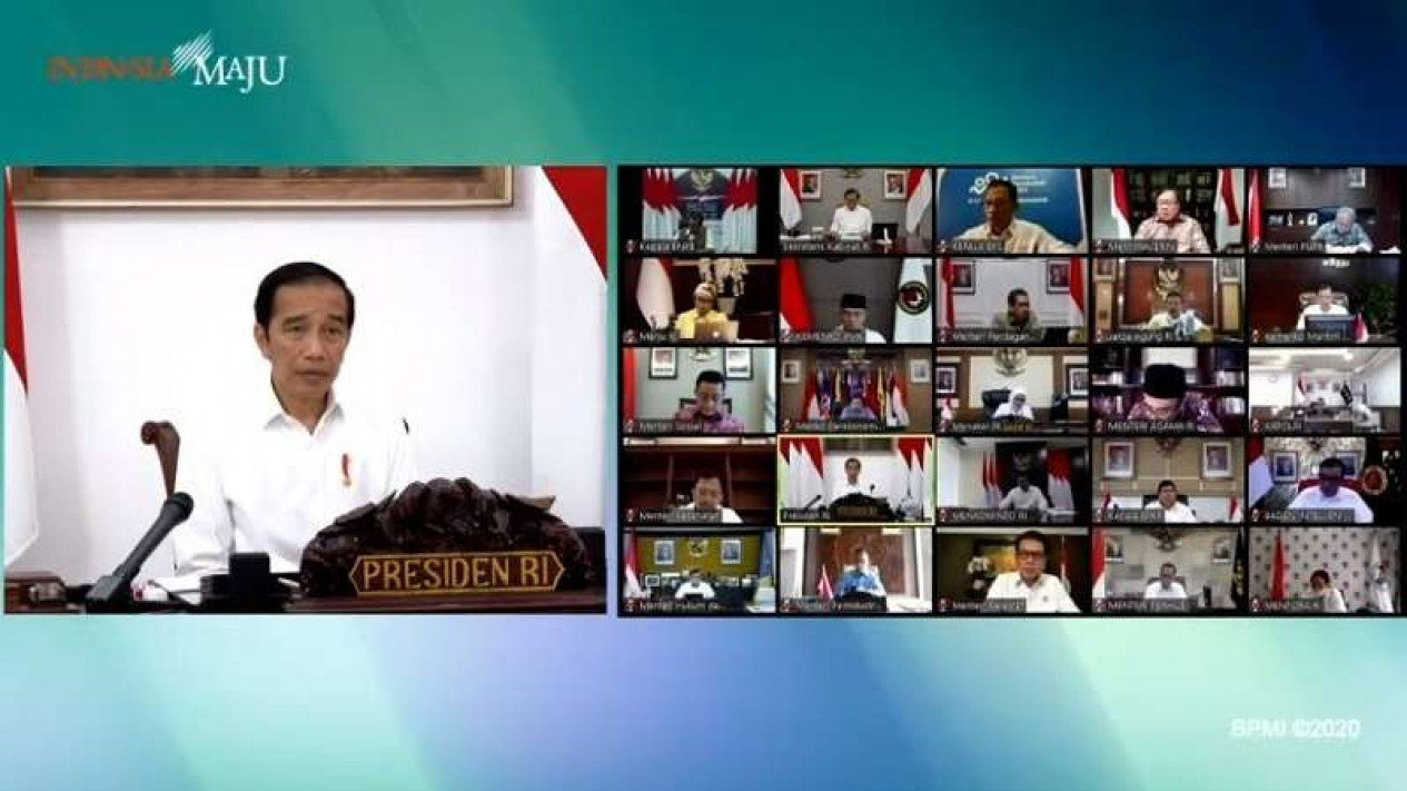 Presiden Jokowi rapat persiapan pelaksanaan protokol tatanan normal baru.