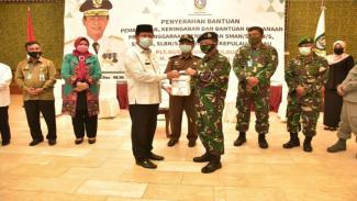 VIVA Militer: Danlatamal IV Serahkan Bantuan dari Singapura ke Gubernur Kepri