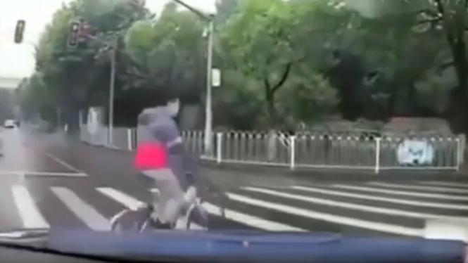 Video kecelakaan pesepeda