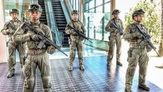 VIVA Militer: SatgasPamrahwan Yonko 462 Paskhas Berjaga di Bandara Sentani