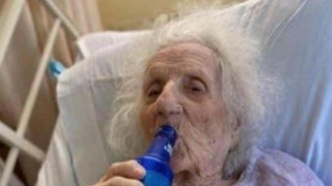 Jennie Stejna, nenek 103 tahun sembuh dari corona.