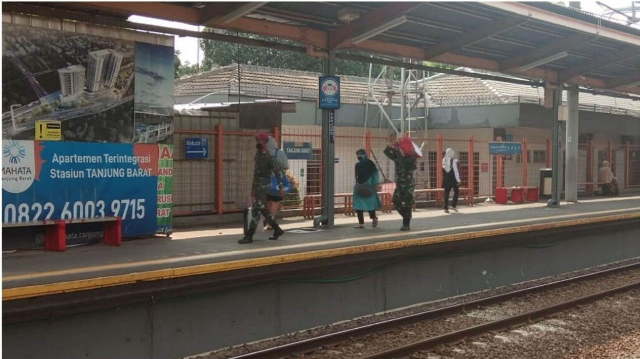 VIVA Militer: Prajurit Korps Marinir Pasmar 1 Jalani Tugas Pengamanan di Stasiun