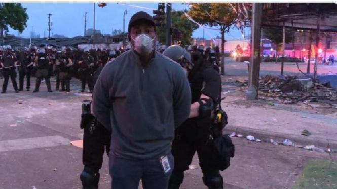 Wartawan CNN ditangkap polisi saat meliput aksi protes di Minneapolis.