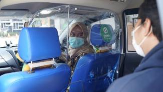 Sekat pelindung di layanan GoCar