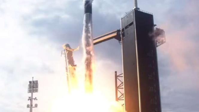 Pesawat SpaceX Butuh 19 Jam Kirim Astronot AS ke Stasiun Luar Angkasa