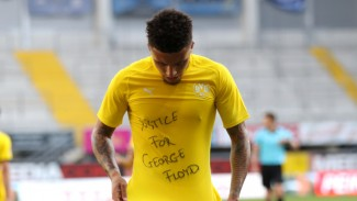 Bintang Borussia Dortmund, Jadon Sancho, rayakan gol ke gawang Paderborn