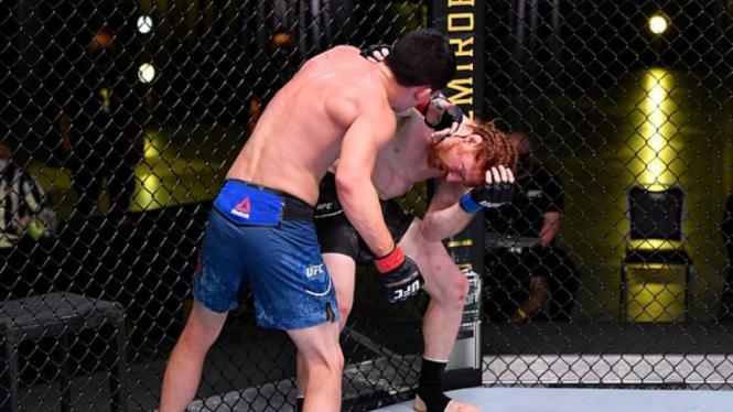 Duel Spike Carlyle versus Billy Quarantillo di UFC