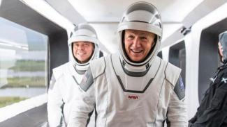 Astronot NASA Bob Behnken dan Doug Hurley.