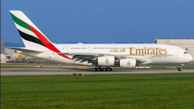 Maskapai Emirates Airline.