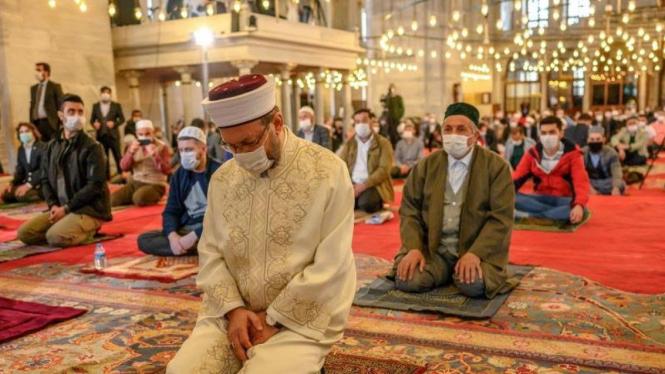 Masjid di Turki kembali diizinkan gelar salat Jumat.