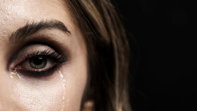 Ilustrasi wanita menangis.