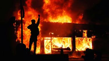 https://thumb.viva.co.id/media/frontend/thumbs3/2020/06/02/5ed5b88e0f135-george-floyd-presiden-as-ancam-akan-kerahkan-militer-untuk-memadamkan-kerusuhan_375_211.jpg
