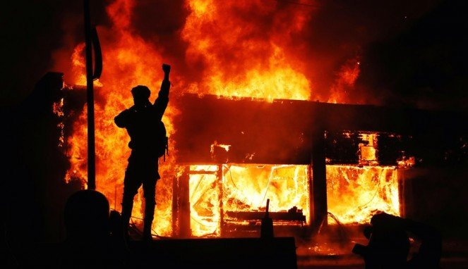 https://thumb.viva.co.id/media/frontend/thumbs3/2020/06/02/5ed5b88e0f135-george-floyd-presiden-as-ancam-akan-kerahkan-militer-untuk-memadamkan-kerusuhan_663_382.jpg