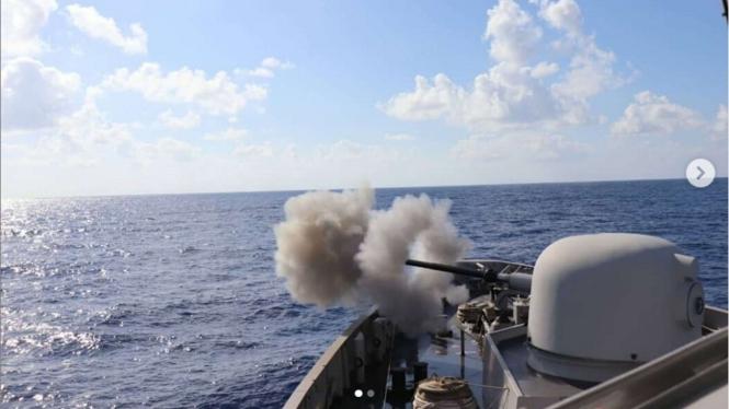 VIVA Militer: KRI Hasanuddin-366 Latihan Tembak Meriam di Lebanon