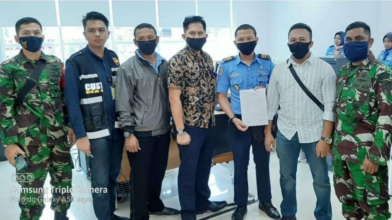 VIVA Militer: BKO TNI AU dan Petugas Bandara Pekanbaru