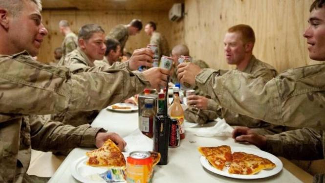 VIVA Militer: Waktu makan prajurit Angkatan Bersenjata Amerika Serikat (AS)