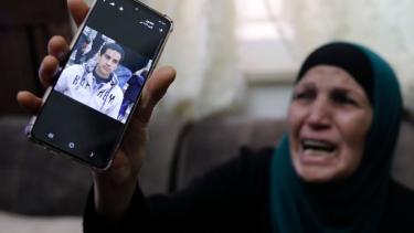 https://thumb.viva.co.id/media/frontend/thumbs3/2020/06/03/5ed689387d7db-pria-palestina-penyandang-autisme-ditembak-mati-polisi-israel-dan-memicu-kemarahan-mirip-pembunuhan-george-floyd-di-as_375_211.jpg