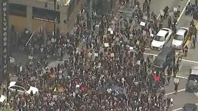 VIVA Militer: Demonstrasi di Hollywood.