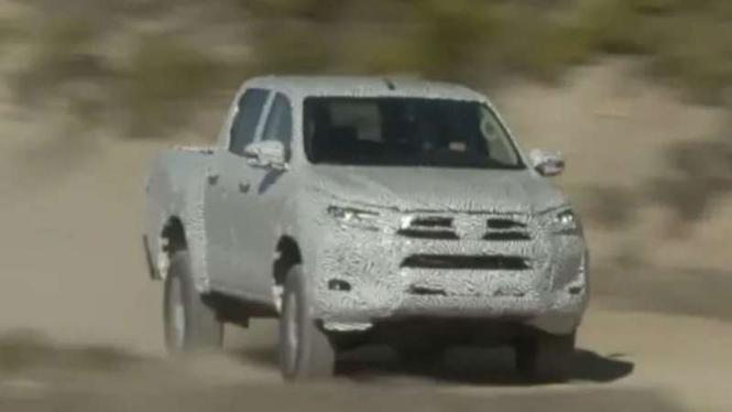 Mobil pikap kabin ganda Toyota Hilux terbaru sedang diuji coba.