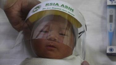 https://thumb.viva.co.id/media/frontend/thumbs3/2020/06/03/5ed76262cda98-mengapa-angka-kematian-anak-akibat-virus-corona-di-indonesia-tinggi_375_211.jpg