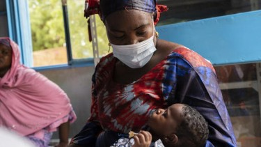https://thumb.viva.co.id/media/frontend/thumbs3/2020/06/04/5ed8849178ee4-virus-corona-program-imunisasi-tersendat-pandemi_375_211.jpg