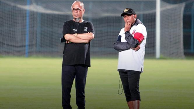 Pelatih Madura United, Rahmad Darmawan bersama Haruna Sumitro