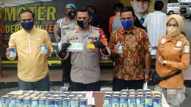 Komplotan penipu yang menggasak susu senilai Rp90 juta dibekuk