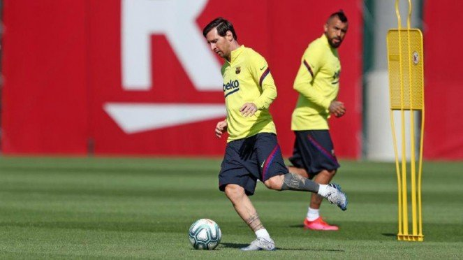 Megabintang Barcelona, Lionel Messi, saat berlatih