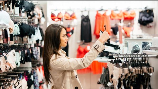 Ilustrasi memilih pakaian dalam wanita yang nyaman digunakan (Foto: Istimewa)