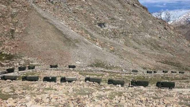 VIVA Militer: Konvoi kendaraan militer India di Ladakh