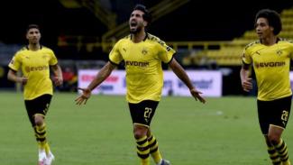 Pemain Borussia Dortmund, Emre Can rayakan gol.