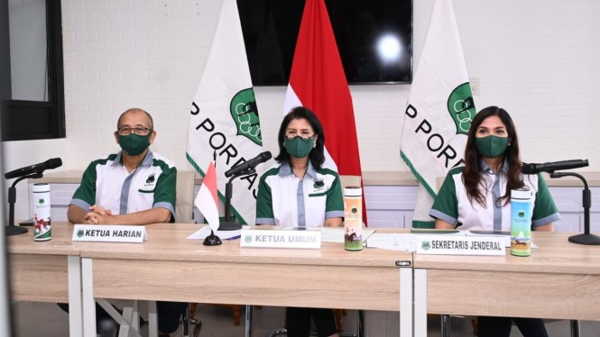 Ketua Umum Pordasi, Triwatty Marciano (tengah) dan jajarannya