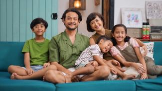 Keluarga Dwi Sasono dan Widi Mulia.