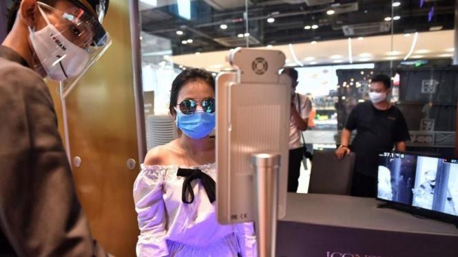 Face recognition ketika pandemi Virus Corona COVID-19.