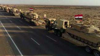 VIVA Militer: Konvoi angkatan bersenjata Mesir ke Libya.