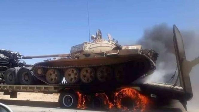 VIVA Militer : Konvoi Tank Militer Turki Diserang Tentara Nasional Libya (LNA)