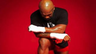 Mike Tyson berlutut