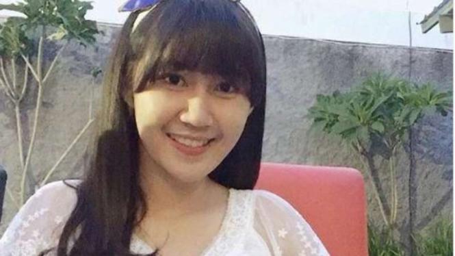 Pedagang gorengan Yossy viral karena wajah rupawan