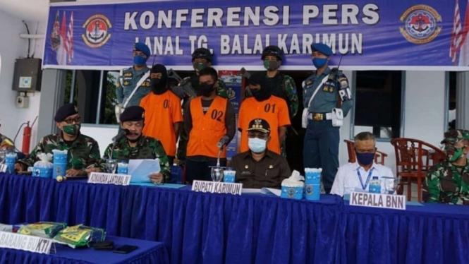 VIVA Militer: Lanal TNI AU Tanjung Balai Karimun Amankan Paket 2kg Narkoba