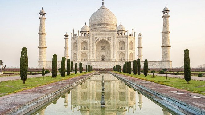 Wisata Taj Mahal di India. Image via: Business Destinations