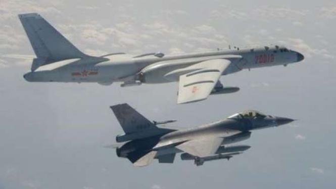 Jet F-16 Taiwan terbang menghalau pesawat bomber H-6 China pada 10 Februari 2020