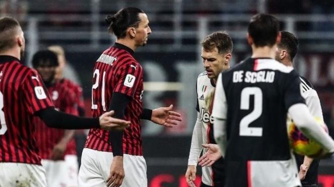 Pertemuan leg pertama semifinal AC Milan vs Juventus (AFP/Isabella Bonotto)