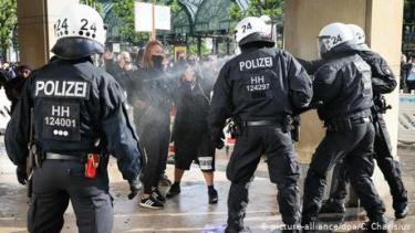 https://thumb.viva.co.id/media/frontend/thumbs3/2020/06/12/5ee318d69c45c-jerman-akan-luncurkan-studi-untuk-selidiki-rasisme-di-kalangan-polisi_375_211.jpg