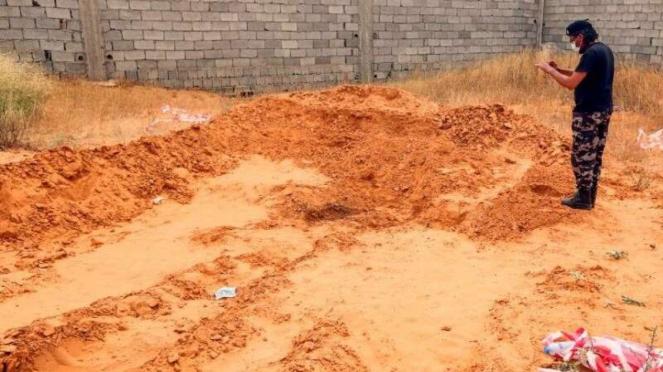 VIVA Militer : Kuburan Massal di Libya