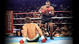 Mike Tyson saat menghabisi Peter McNeeley.